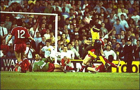 Michael Thomas breaks Liverpool's hearts and hands Arsenal the title in 1989