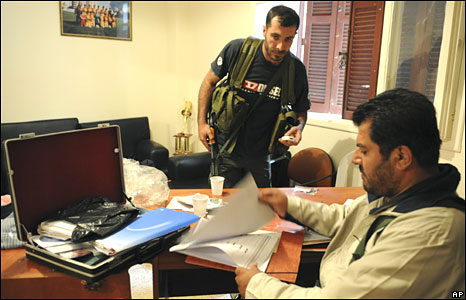 Shia gunmen in offices of Mr Hariri's Future movement in Beirut on 9 May 2008