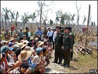 Jefes de la junta se reúnen con damnificados
