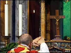 Monsignor Ignacio Barreiro Carambula celebrates the Tridentine mass in Rome, July 2007