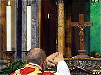 Monseñor Ignacio Barriero Carambula celebra misa tridentina en Roma en julio de 2007