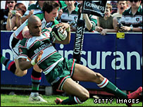 Leicester's Tom Varndell is challenged by Tom Williams