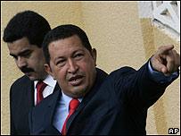 Nicolas Maduro y Hugo Chávez, AP