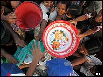 Damnificados piden agua y alimentos, AFP