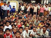 Ni�os refugiados en una escuela en Birmania