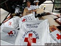 Bolsas enviadas desde Tailandia con ayuda a v�ctimas del cicl�n en Birmania
