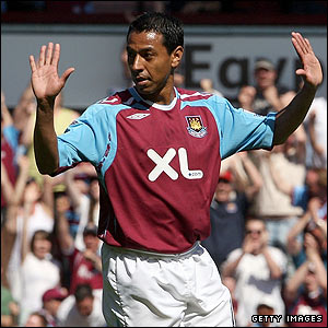 Nobby Solano celebrates giving West Ham the lead
