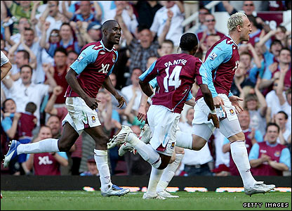 Dean Ashton celebrates his goal for West Ham