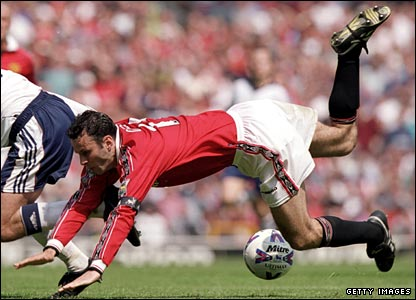 Giggs in action in the final game of the 1999-2000 season