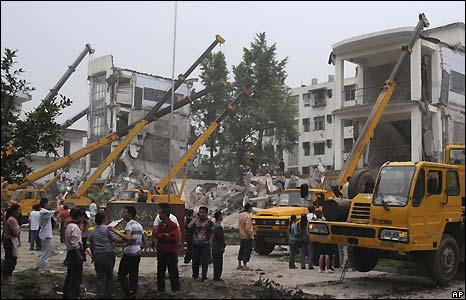 Rescuers search for students at Juyuan Middle School in Dujiangyan city