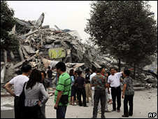 Collapsed buildings in Dujiangyan (12 May 2008)