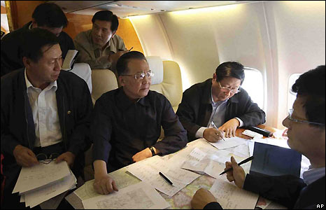 Premier Wen Jiabao flying to Sichuan province