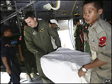 US aid is unloaded by American and Burmese military - 12/5/2008