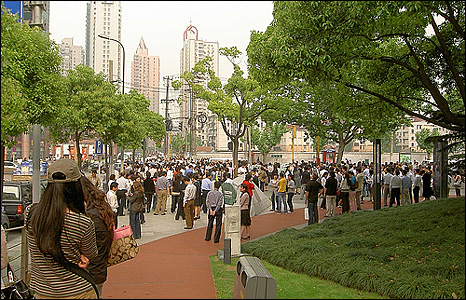 Crowds in a Shanghai park. Photo: Mary Frances Cappiello