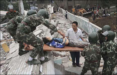 http://newsimg.bbc.co.uk/media/images/44650000/jpg/_44650075_soldiers_ap.jg466.jpg