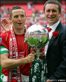 Captain Paul McCarthy and manager Liam Daish hold the FA Trophy 
