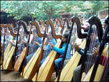 Sonidos de la Tierra students in Cateura