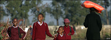 Zimbabwean students go to school on May 7, 2008 in Mbare, Harare