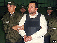Carlos Mario Jim�nez al ser extraditado