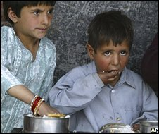 Kashmiri children eating rice