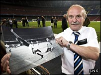 Rangers legend Colin Stein shows off a picture of his famous goal on a return to the Nou Camp in 2007