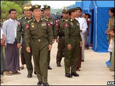Burmese prime minister Thein Sein (4th L) visits cyclone survivors living in makeshift tents in Hlaing Thayar township in the outskirts of Rangoon (10/05/2008)