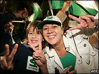 Festejos en Santa Cruz tras la aprobación del referendo