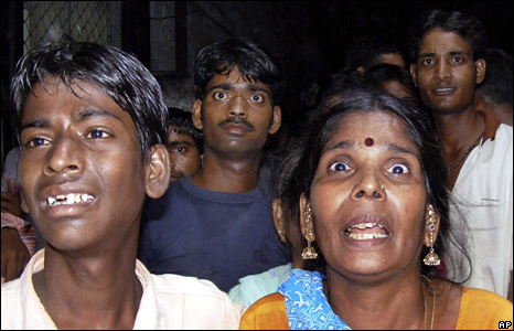 People react to news of the bombings in Jaipur (13 May 2008)