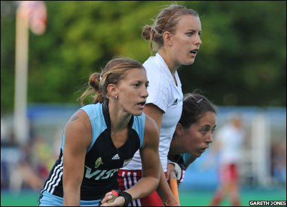 GB player flanked by Argentina defenders