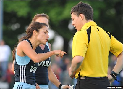 Argentinian stars remonstrate with the referee