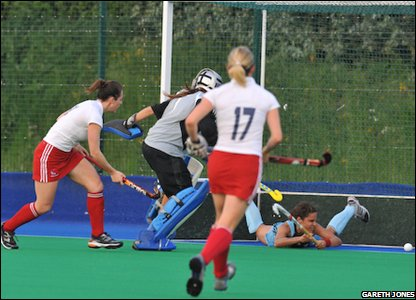 Mel Clewlow scores