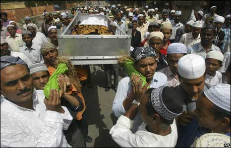 Muslims carry one of the dead in a blast for burial in Jaipur,  May 14, 2008
