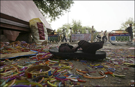Broken bangles lie scattered at the scene of a blast in Jaipur, May 14, 2008