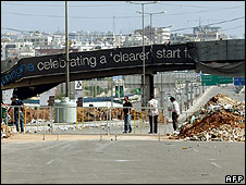Blockade of highway to Beirut airport