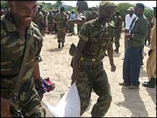 Ethiopia soldiers distributing sorghum to Mogadishu residents