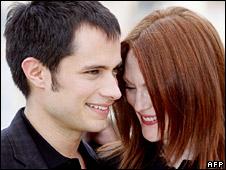 Gael Garcia Bernal and Julianne Moore