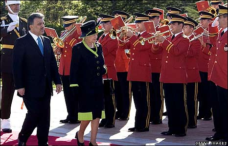 The Queen with President Abdullah Gul during a Guard of Honour