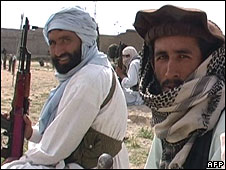 Pakistani militants in a tribal district bordering Afghanistan on 30 March2008