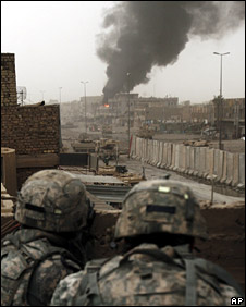 US troops observe a burning building in Sadr City (13 May 2008)