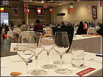 La mesa de cata en Burdeos (Foto Juan Carlos Rincón)