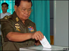 General Than Shwe casts his vote, 10 May