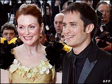 Julianne Moore and Gael Garcia Bernal