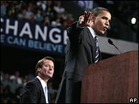 John Edwards y Barack Obama, en Michigan, 14 de mayo