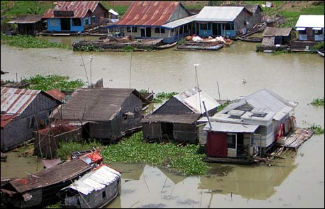 A view of floating houses in Preak Toal