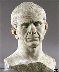 Найденный в Роне бюст Цезаря