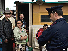 Italian policeman at Roma squatter camp in Naples (file pic)