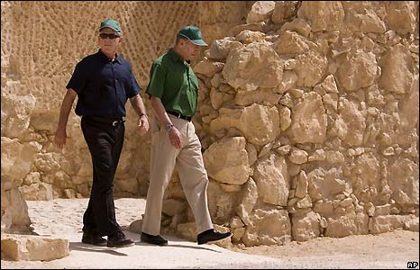 US President George W Bush (left) and Israeli Prime Minister Ehud Olmert at the historic fortress of Masada, in Israel