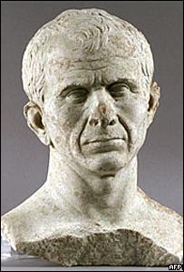 Busto de Julio César encontrado en río Ródano, cerca de Arles