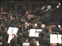 Gustavo Dudamel dirige la Orquesta Juvenil Simón Bolívar