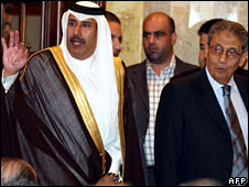 Qatari Prime Minister Sheikh Hamad bin Jassem al-Thani (L) and Arab League Secretary General Amr Moussa at a press conference in Beirut, 15 May, 2008